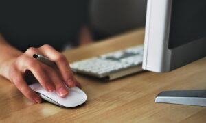 mouse kullanirken el bilegi hangi pozisyonda tutulmali teknosa