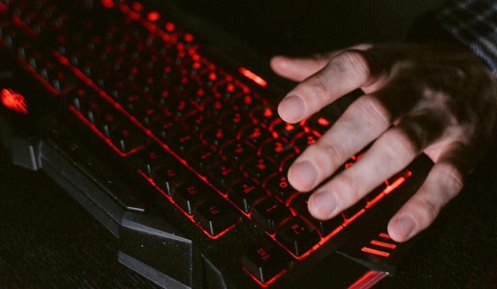 oyun oynarken bilgisayarin durup dururken kapanmasi teknosa
